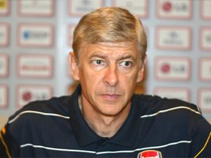 photo of Arsene Wenger at press conference