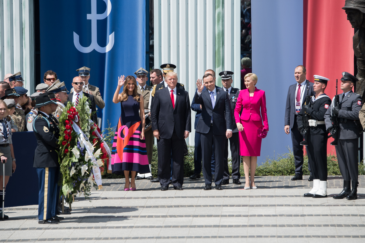 photo of Trump and Polish President and entourage on steps of government building