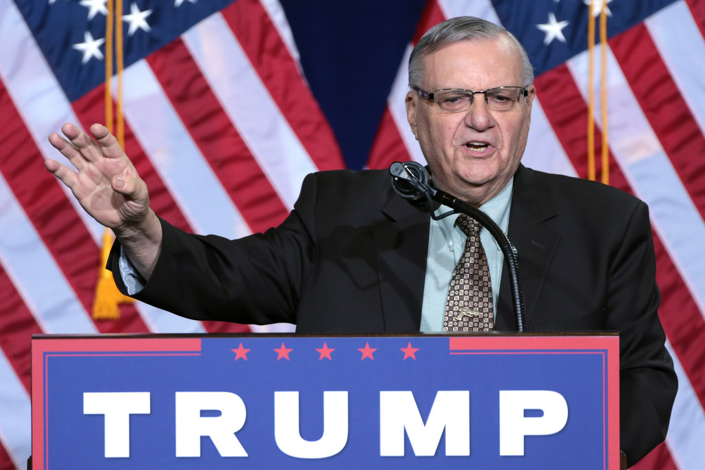 Arpaio speaking to crowd at a Trump campaign rally in Prescott, AZ