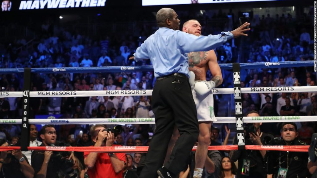 the fight referee ends the fight in the 10th round