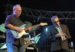 Becker and Fagan (Steely Dan) in concert - Becker on lead guitar
