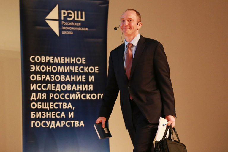 photo of Carter Page arriving in Russia.
