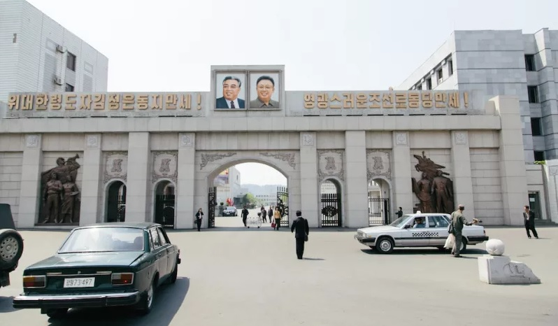photo from Thaddeus Stapleton of the entrance to Pyongyang that foreigners first see upon arrival from the airport.