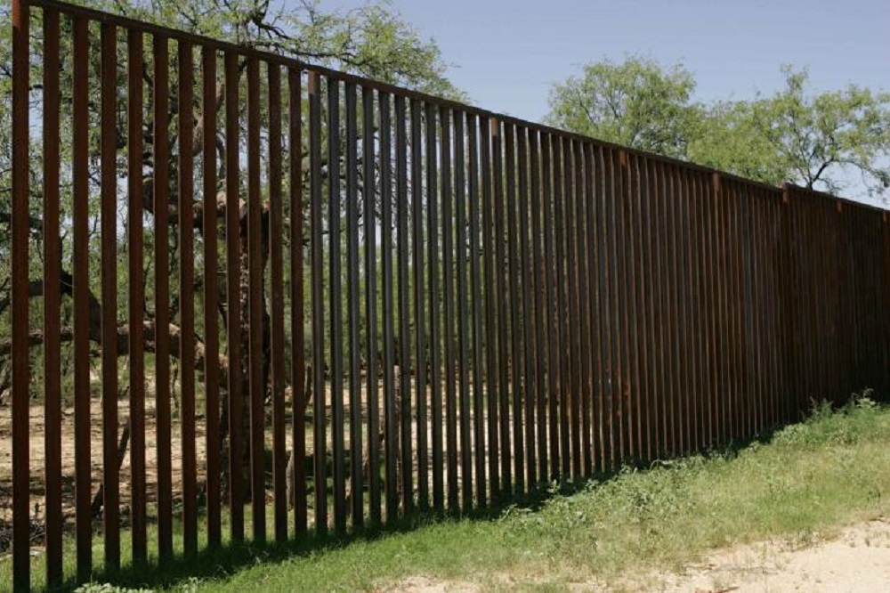 photo image of existing border fence between Mexico and the U.S.