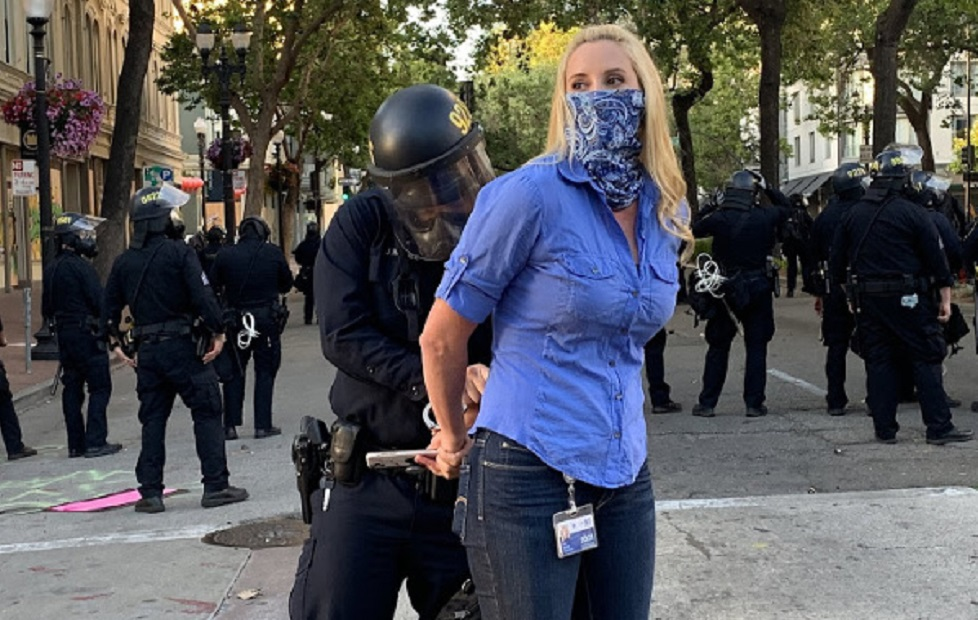 KPIX 5 News reporter Katie Nielsen handcuffed by Oakland police. (photo: Erin Baldassari via US Press Freedom Tracker)